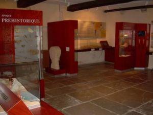 Bornes Préhistoire du musée de l'Abbaye d'Arthous